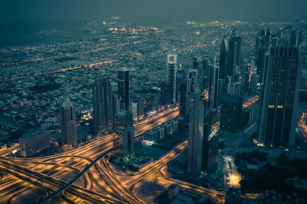 Les routes de Dubaï la nuit