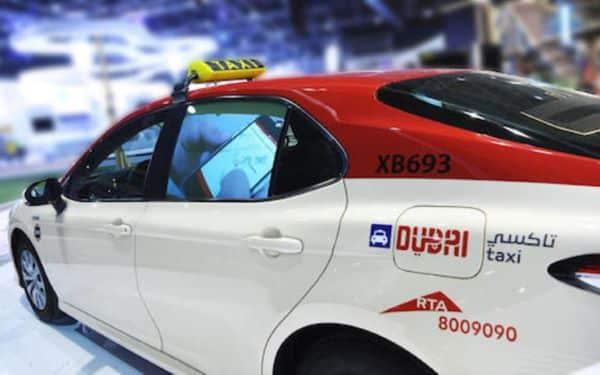 Taxi rouge à Dubaï