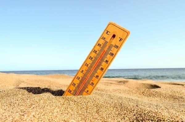 Thermomètre dans le sable
